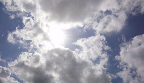 il sole dietro le nuvole