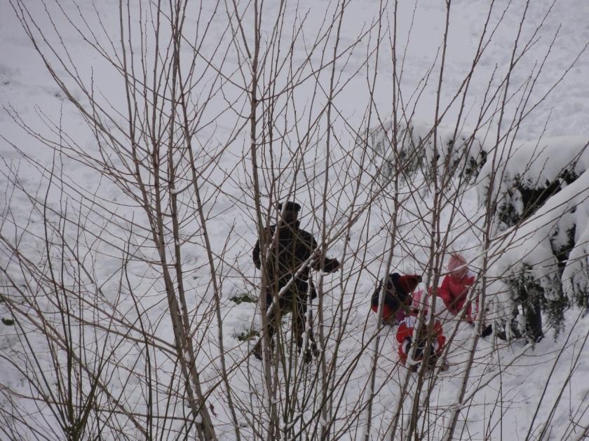 Bambini giocano con la neve - nevicata Roma 4/2/2012
